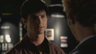 Roswell 02x08 : Meet the Dupes (1)- Seriesaddict